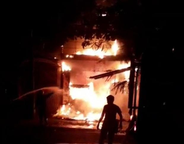 Bà hỏa thiêu rụi tiệm bánh lớn nhất Hà Tĩnh lúc nửa đêm  - Ảnh 2.