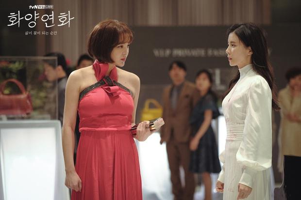 Chị đại Lee Bo Young đối đầu hoa hậu xài chất cấm ở Khi Tình Yêu Nở Rộ, dân tình xin chuẩn bị mà xem các màn đánh ghen khét lẹt  - Ảnh 1.