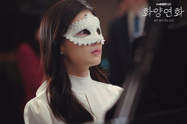 Chị đại Lee Bo Young đối đầu hoa hậu xài chất cấm ở Khi Tình Yêu Nở Rộ, dân tình xin chuẩn bị mà xem các màn đánh ghen khét lẹt  - Ảnh 2.