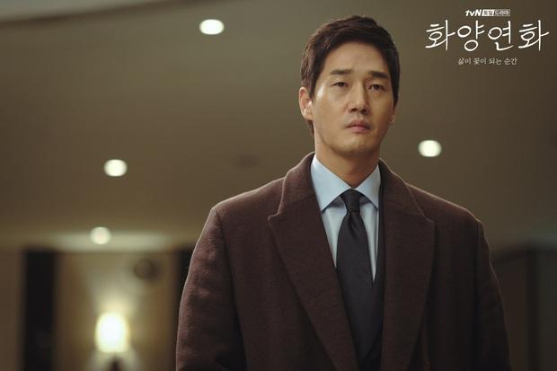 Chị đại Lee Bo Young đối đầu hoa hậu xài chất cấm ở Khi Tình Yêu Nở Rộ, dân tình xin chuẩn bị mà xem các màn đánh ghen khét lẹt  - Ảnh 4.