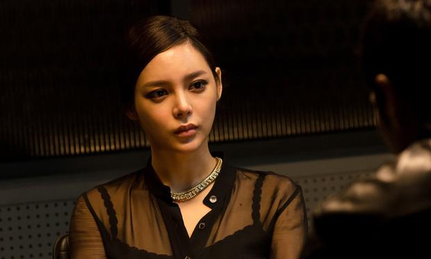 Chị đại Lee Bo Young đối đầu hoa hậu xài chất cấm ở Khi Tình Yêu Nở Rộ, dân tình xin chuẩn bị mà xem các màn đánh ghen khét lẹt  - Ảnh 6.