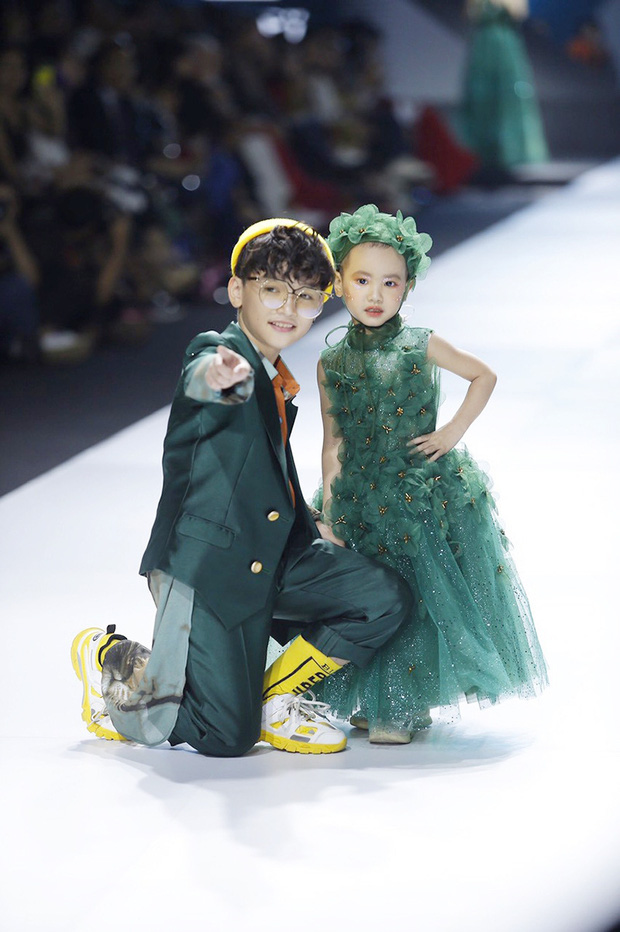 Bé Hà My - mẫu nhí 4 tuổi bị ung thư từng được HHen Niê bế trên sàn catwalk đã qua đời  - Ảnh 2.