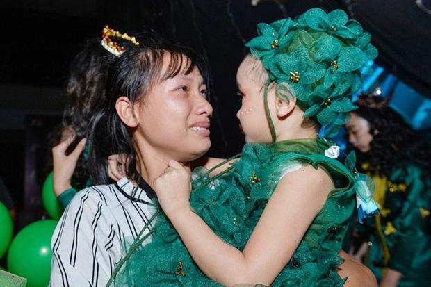 Bé Hà My - mẫu nhí 4 tuổi bị ung thư từng được HHen Niê bế trên sàn catwalk đã qua đời  - Ảnh 5.