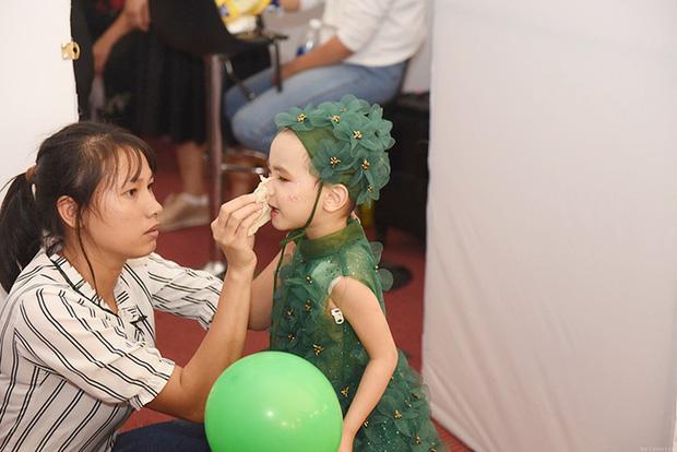 Bé Hà My - mẫu nhí 4 tuổi bị ung thư từng được HHen Niê bế trên sàn catwalk đã qua đời  - Ảnh 6.