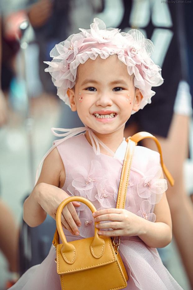 Bé Hà My - mẫu nhí 4 tuổi bị ung thư từng được HHen Niê bế trên sàn catwalk đã qua đời  - Ảnh 8.