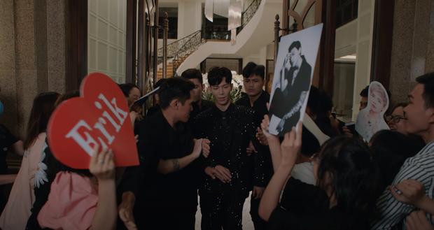 Đức Phúc và Hòa Minzy vô tư đẩy Erik đến cảnh chia tay Tiểu Vy, nhưng mọi sự chú ý đổ dồn vào banner xuất hiện 3 giây giữa MV mới? - Ảnh 3.