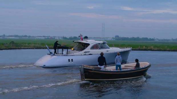 DJ số 1 thế giới thuê hẳn du thuyền chơi nhạc trên sông giữa mùa dịch: vừa ngắm trai đẹp vừa chill cảnh đẹp, gây bão MXH cả đêm qua! - Ảnh 5.