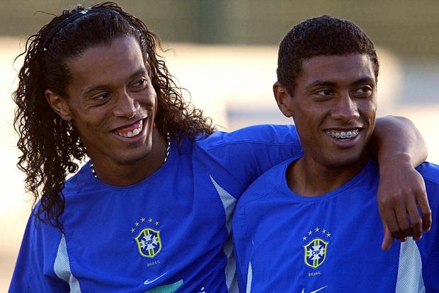 Ronaldinho lừa dối, khiến đời bạn thân tụt dốc như thế nào? - Ảnh 1.