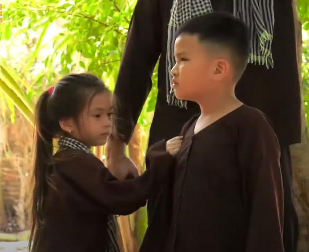 Xoài khóc thét, ôm chặt bố Tùng Sơn khi bị lừa gặp bác sĩ - Ảnh 6.