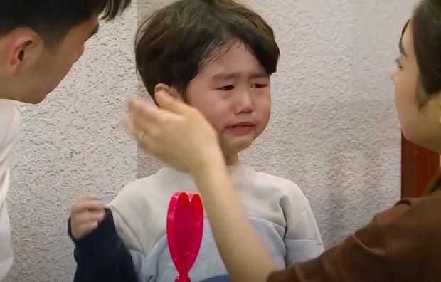 Xoài khóc thét, ôm chặt bố Tùng Sơn khi bị lừa gặp bác sĩ - Ảnh 5.