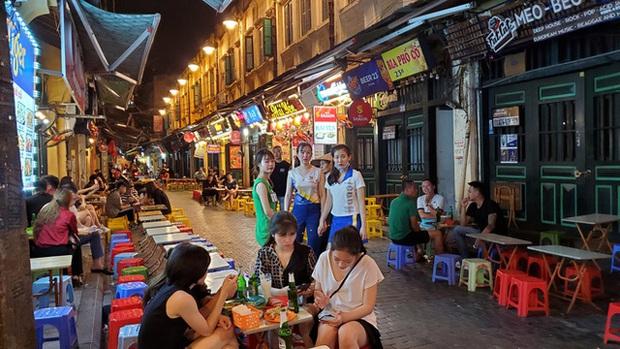 Nắng nóng đầu hè, hàng kem nổi tiếng Hà Nội chật cứng người - Ảnh 10.