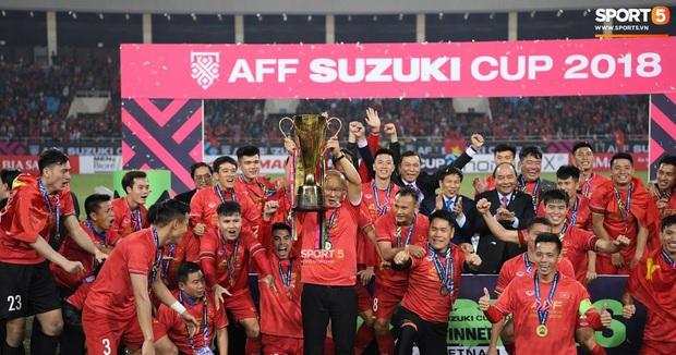 Nhìn đội tuyển Việt Nam đứng trên đỉnh Đông Nam Á bây giờ, có ai biết rằng từng có thời đội bóng của Công Vinh, Tài Em phải xếp hạng sau cả Lào trên BXH FIFA? - Ảnh 1.