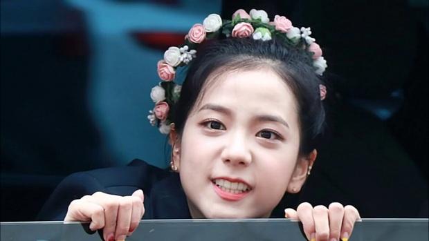 Dàn idol đội lốt em út trong các nhóm nhạc Kpop: Bất ngờ tuổi của Taeyeon - Xiumin, Jisoo - Jin quá trùng hợp - Ảnh 4.