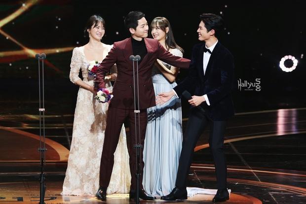 Quan hệ kỳ lạ của Song Joong Ki - Park Bo Gum: Như anh em ruột khóc vì nhau, dự cả đám cưới nhưng khác hẳn sau vụ ly dị? - Ảnh 15.