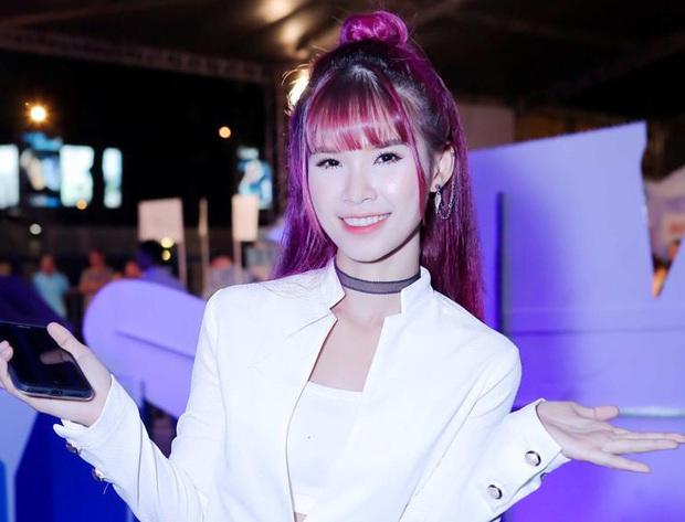 Top mỹ nhân showbiz Việt đã xinh đẹp, đa tài lại còn là game thủ thứ thiệt - Ảnh 1.