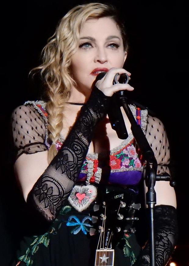 Showbiz thế giới đón nhận tin nóng: Madonna xác nhận nhiễm COVID-19, hé lộ lịch trình cụ thể, đóng góp 25 tỷ chống dịch - Ảnh 2.