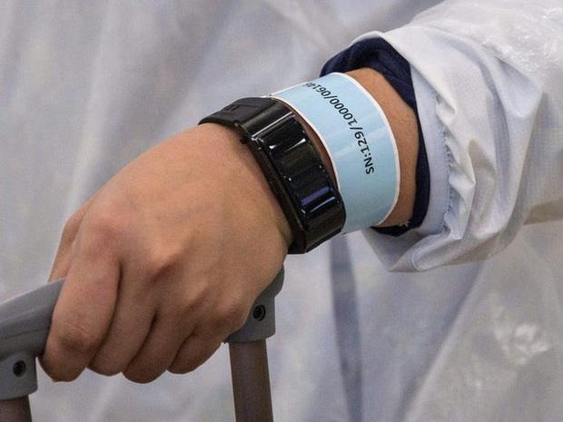 Ai đến Hong Kong cũng đều phải đeo vòng công nghệ này để kiểm soát dịch Covid-19, nếu vi phạm sẽ bị phạt tù 6 tháng - Ảnh 3.