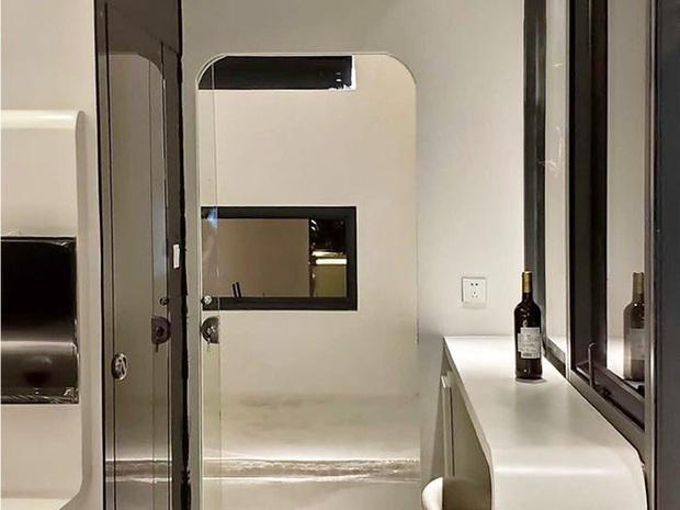 Choáng ngợp với nội thất trong căn nhà thông minh dành cho 4 người: Thiết kế như tàu vũ trụ, nhìn qua là muốn ở liền - Ảnh 8.