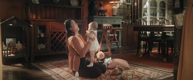 Đông Nhi kể lại câu chuyện đời mình từ khi sinh ra, đến khi trưởng thành và làm mẹ trong MV mới khiến ai xem cũng rưng rưng nước mắt - Ảnh 4.