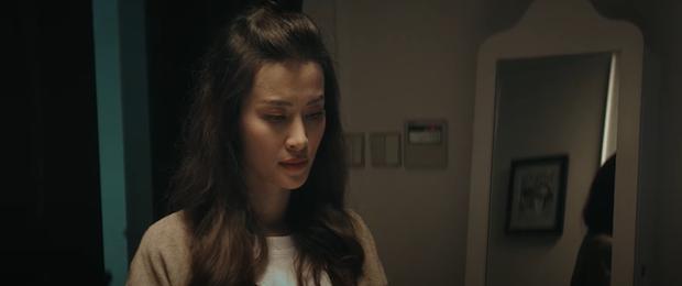 Đông Nhi kể lại câu chuyện đời mình từ khi sinh ra, đến khi trưởng thành và làm mẹ trong MV mới khiến ai xem cũng rưng rưng nước mắt - Ảnh 7.