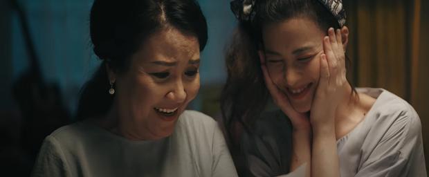 Đông Nhi kể lại câu chuyện đời mình từ khi sinh ra, đến khi trưởng thành và làm mẹ trong MV mới khiến ai xem cũng rưng rưng nước mắt - Ảnh 8.