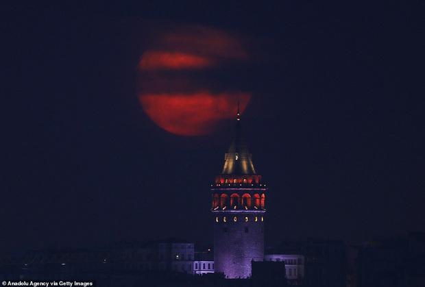 Loạt ảnh ấn tượng về siêu trăng cuối cùng của năm 2020 diễn ra vào đêm qua trên toàn thế giới - Ảnh 9.