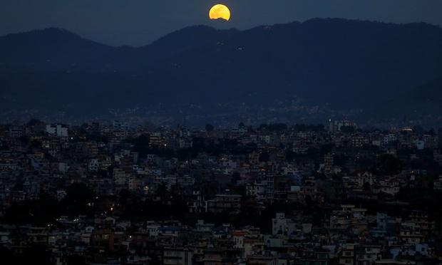Loạt ảnh ấn tượng về siêu trăng cuối cùng của năm 2020 diễn ra vào đêm qua trên toàn thế giới - Ảnh 13.