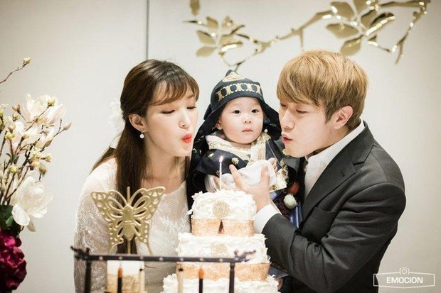 Chuyện nữ idol kết hôn sớm, sinh con ở tuổi 21: Bỏ cả sự nghiệp, mặc kẹ mác cưới chạy bầu vì gia đình và happy ending - Ảnh 10.