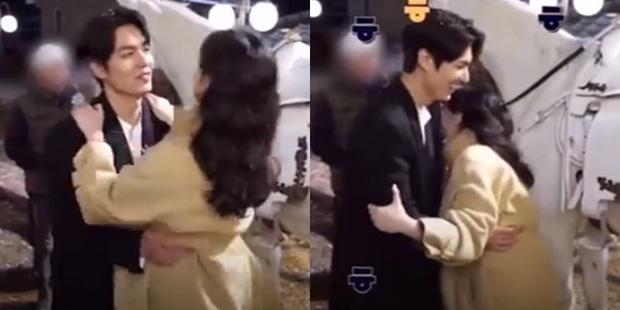 Bức ảnh đang gây nổ MXH: Ngoài mẹ ruột, đây là người phụ nữ đầu tiên Lee Min Ho khoe ảnh lên Instagram, hẹn hò đi chờ chi! - Ảnh 7.