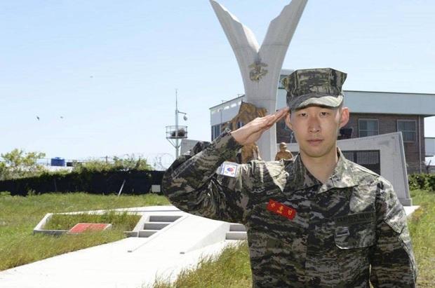 Son Heung-min đúng chuẩn con nhà người ta trong truyền thuyết, đá bóng hay lại còn đứng nhất lớp quân sự - Ảnh 2.