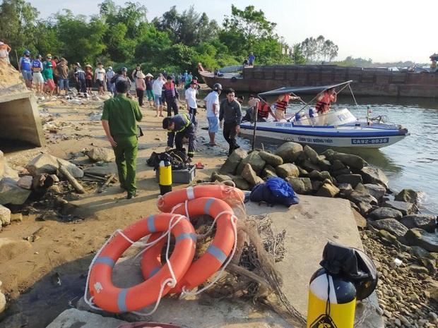 NÓNG: Lật ghe trên sông Thu Bồn, 5 người mất tích - Ảnh 1.