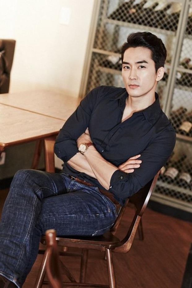 Bức ảnh gây lú nhất MXH Hàn-Việt hôm nay: Bố ruột Song Seung Hun đẹp cực phẩm, nhưng sao giống Hyun Bin thế này? - Ảnh 8.
