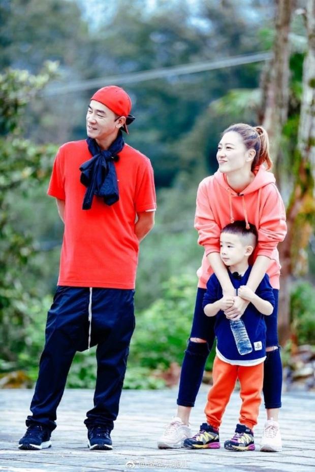 Cuộc sống hiện tại của Vi Tiểu Bảo: Gia sản trăm tỷ, vợ Á hậu, nhưng luôn day dứt vì xui bố mẹ bán em trai lấy 10 triệu - Ảnh 6.