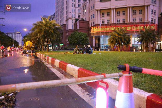 Đang oi nóng 40 độ, trời Hà Nội bất ngờ chuyển mưa giông kèm sấm chớp trong đêm - Ảnh 17.