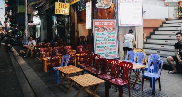 Nhiều quán beer club ở phố Tây Bùi Viện chính thức hoạt động trở lại sau khi dỡ bỏ giãn cách xã hội - Ảnh 17.