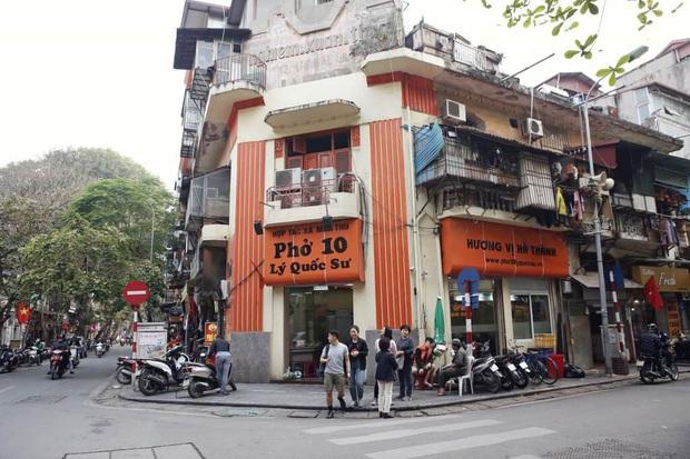 Phở Hà Nội nổi tiếng thì ai cũng biết, nhưng chỉ có 6 quán từng được lên báo nước ngoài, khách Tây đến thử đông nghịt - Ảnh 6.
