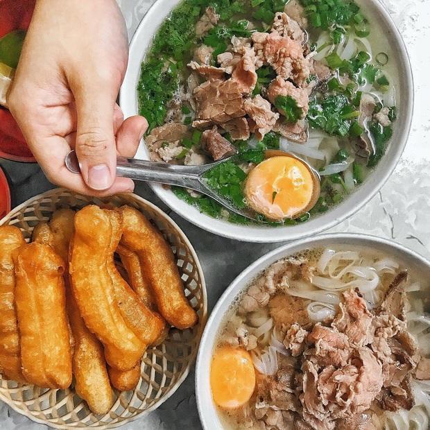 Phở Hà Nội nổi tiếng thì ai cũng biết, nhưng chỉ có 6 quán từng được lên báo nước ngoài, khách Tây đến thử đông nghịt - Ảnh 9.