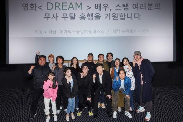 Anh chủ Park Seo Joon bỏ quán đi làm huấn luyện viên bóng đá, diện vest bảnh bao để ra mắt chị nguyệt IU - Ảnh 5.