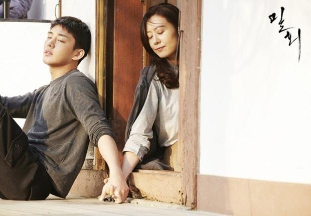 Bà cả Kim Hee Ae tiết lộ anh chồng ở nhà cự tuyệt xem phim 18+ của vợ thời còn cặp kè với Yoo Ah In, Thế Giới Hôn Nhân cũng tương tự? - Ảnh 2.