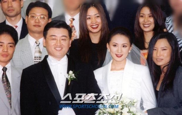 Bà cả Kim Hee Ae tiết lộ anh chồng ở nhà cự tuyệt xem phim 18+ của vợ thời còn cặp kè với Yoo Ah In, Thế Giới Hôn Nhân cũng tương tự? - Ảnh 3.