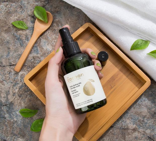 4 sản phẩm tinh dầu bưởi made in Vietnam siêu tốt, biến tóc rụng cả mớ thành dày mượt bồng bềnh mà giá chỉ hơn trăm nghìn - Ảnh 5.
