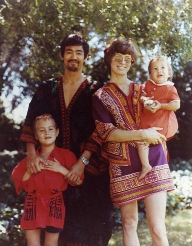 Loạt ảnh màu hiếm hoi về gia đình của huyền thoại võ thuật Lý Tiểu Long - Ảnh 12.