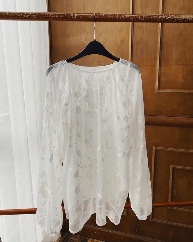 Đi làm mùa nắng nóng mà vẫn mát rượi với loạt áo xinh từ 7 brand Việt giá chỉ từ 270k, nàng công sở thỏa sức điệu đà nguyên cả mùa Hè - Ảnh 18.