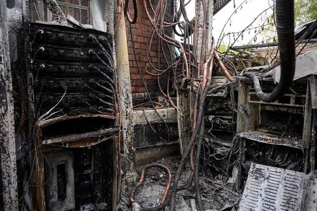 Dân Anh nhổ nước bọt vào mặt kỹ sư mạng, phá 77 cột phát sóng vì tin rằng 5G gây ra COVID-19 - Ảnh 3.