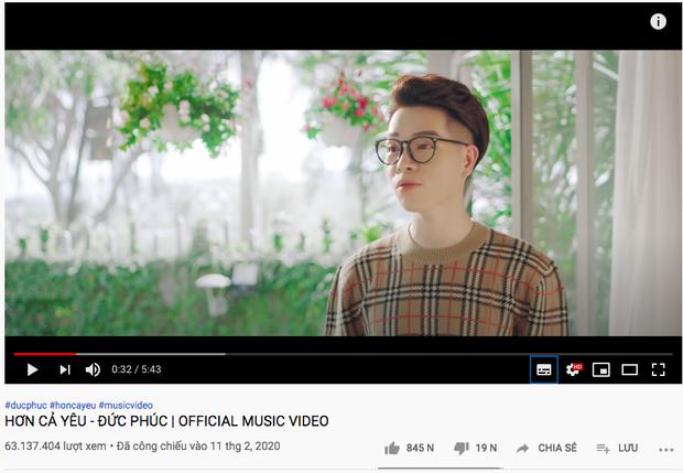 MV đạt đến 63 triệu view mà Đức Phúc vẫn chưa được hát live trên sân khấu tử tế lần nào nên... quên sạch cả lời, xấu hổ trước đàn chị Hương Giang, Tóc Tiên - Ảnh 7.