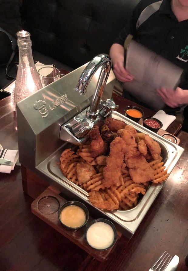 """Muôn kiểu trình bày món ăn như đến từ hành tinh khác của các nhà hàng sang trọng, vừa mang ra bàn đã khiến khách """"bỏ của chạy lấy người"""" - Ảnh 19."""