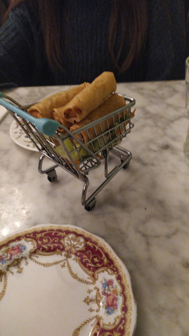 """Muôn kiểu trình bày món ăn như đến từ hành tinh khác của các nhà hàng sang trọng, vừa mang ra bàn đã khiến khách """"bỏ của chạy lấy người"""" - Ảnh 31."""