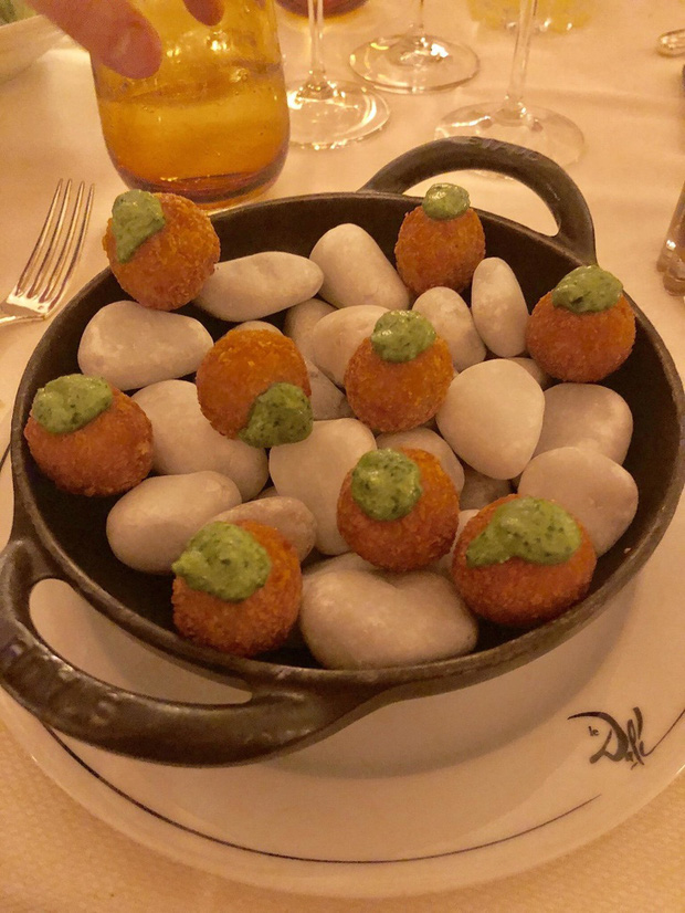 """Muôn kiểu trình bày món ăn như đến từ hành tinh khác của các nhà hàng sang trọng, vừa mang ra bàn đã khiến khách """"bỏ của chạy lấy người"""" - Ảnh 7."""