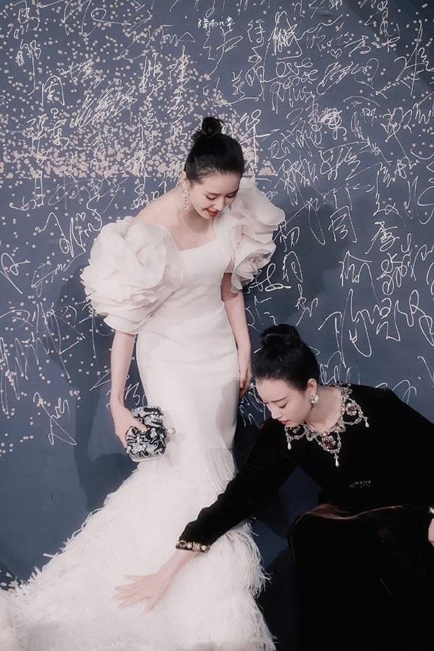 Nghê Ni cực ga lăng, một tay ôm trọn Lưu Thi Thi vào lòng trong hậu trường phim mới Lưu Kim Tuế Nguyệt - Ảnh 6.