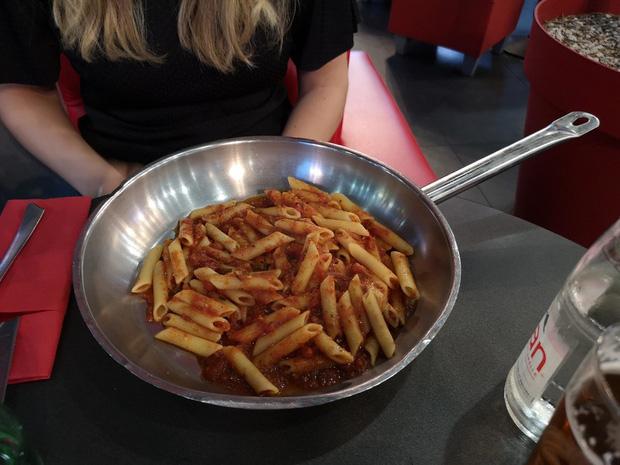 """Muôn kiểu trình bày món ăn như đến từ hành tinh khác của các nhà hàng sang trọng, vừa mang ra bàn đã khiến khách """"bỏ của chạy lấy người"""" - Ảnh 17."""